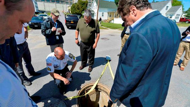 New York Governor Andrew Cuomo (R) looks at the manhole believed to have been used by escaped convicts near the Clinton Correctional Facility in Dannemora, New York. Photo: Reuters