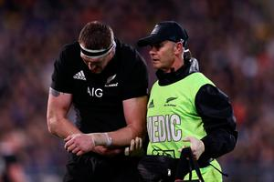 Brodie Retallick of the All Blacks suffers a dislocated shoulder during the 2019 Rugby Championship Test Match between New Zealand and South Africa at Westpac Stadium on July 27, 2019 in Wellington, New Zealand. (Photo by Anthony Au-Yeung/Getty Images)