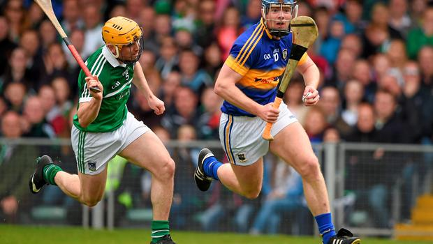 21 June 2015; Jason Forde, Tipperary, in action against Seanie O'Brien, Limerick. Munster GAA Hurling Senior Championship, Semi-Final, Limerick v Tipperary, Gaelic Grounds, Limerick. Picture credit: Ray McManus / SPORTSFILE