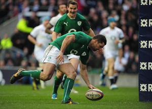 Ireland full-back Rob Kearney scores a try during the RBS Six Nations match between England and Ireland at Twickenham