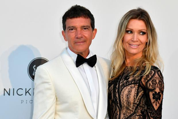 Spanish actor Antonio Banderas and his partner Nicole Kimpel pose as they arrive on May 23, 2019 for the amfAR 26th Annual Cinema Against AIDS gala at the Hotel du Cap-Eden-Roc in Cap d'Antibes, southern France, on the sidelines of the 72nd Cannes Film Festival. (Photo by Alberto PIZZOLI / AFP)