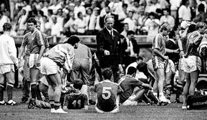 Ireland manager Jack Charlton speaks to his players prior to the penalty shoot-out against Romania during the 1990 World Cup Round of 16 clash at the Stadio Luigi Ferraris in Genoa. Photo: Sportsfile