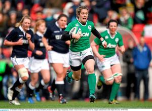 Alison Miller, Ireland, on her way to scoring a first half try. Women's Six Nations Rugby Championship, Scotland v Ireland. Broadwood Stadium, Clyde FC, Glasgow, Scotland. Picture credit: Stephen McCarthy / SPORTSFILE