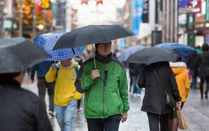 Shoppers with brollies in the rain on Henry Street. Photo: Colin O'Riordan