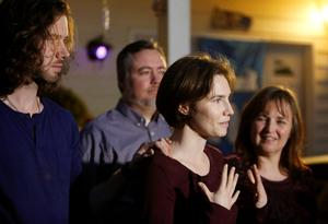 Amanda Knox, second right, talks to the press, flanked by her her fiance Colin Sutherland, left, mother Edda Mellas and stepfather Chris Mellas, outside her mother's home in Seattle, following the surprise verdict (REUTERS/Jason Redmond)
