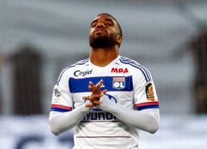 Olympique Lyon's Alexandre Lacazette prays before their French Ligue 1 soccer match against Girondins Bordeaux at the Gerland stadium in Lyon, France, May 16, 2015.  REUTERS/Robert Pratta