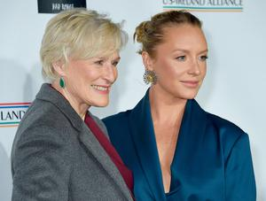 SANTA MONICA, CA - FEBRUARY 21: Glenn Close and daughter Annie Starke attend the US-Ireland Alliance 14th Annual Oscar Wilde Awards at Bad Robot on February 21, 2019 in Santa Monica, California.  (Photo by Gregg DeGuire/Getty Images)