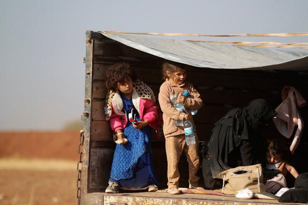 Iraqi refugees that fled violence in Mosul ride a pick-up truck upon arrival in al-Kherbeh village, northern Aleppo province, Syria October 24, 2016. REUTERS/Khalil Ashawi