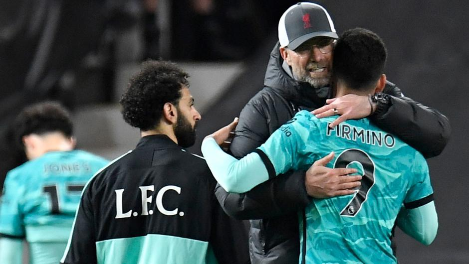 Liverpool manager Jurgen Klopp congratulates Mohamed Salah and Roberto Firmino after victory over United