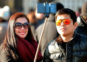 Selfie sticks are to be banned from the National Gallery