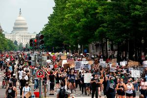 ON THE MOVE: Demonstrators in Washington, DC. Photo: Jose Luis Magana / AFP via Getty Images