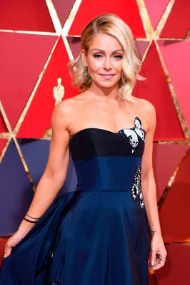 US actress and tv host Kelly Ripa poses as she arrives on the red carpet for the 89th Oscars on February 26, 2017 in Hollywood, California.  / AFP PHOTO / ANGELA WEISSANGELA WEISS/AFP/Getty Images