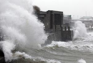 Rough weather conditions in Dun Laoghaire, Co Dublin this afternoon. Pic STEPHEN COLLINS/Collins