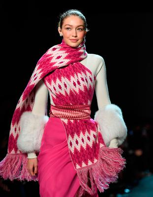 Model Gigi Hadid walks the runway for Prabal Gurung during New York Fashion Week: The Shows at Gallery I at Spring Studios on February 11, 2018 in New York City. / AFP PHOTO / ANGELA WEISSANGELA WEISS/AFP/Getty Images