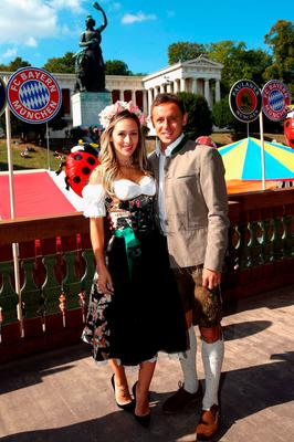 Rafinha of FC Bayern Munich and his partner Carolina pose during their visit at the Oktoberfest in Munich, Germany, September 30, 2015. REUTERS/Alexander Hassenstein/Pool