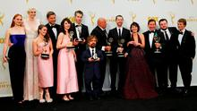 """The cast of HBO's """"Game of Thrones"""" poses backstage with their award for Outstanding Drama Series during the 67th Primetime Emmy Awards in Los Angeles, California September 20, 2015.  REUTERS/Mike Blake"""