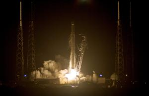 The unmanned Falcon 9 rocket blasted off with more than 2,268 kg of equipment, supplies and science experiments, including 20 live mice for medical experiments, a prototype 3-D printer and an instrument to monitor ocean wind speeds.    Reuters/Michael Brown
