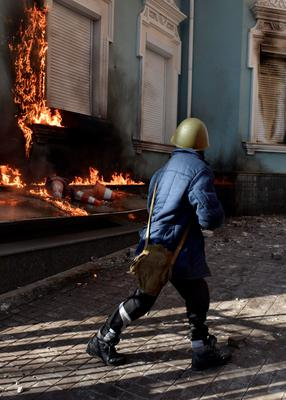 An office of the pro-presidential Party of the Regions is on fire as anti-government protesters attack it in Kiev, February 18, 2014. REUTERS/Stringer