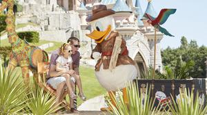 Finn and Giorgia with Donald Duck