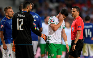 Shane Long reacts after a tackle . Photo by Stephen McCarthy / Sportsfile