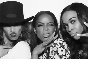 Beyonce Knowles, Kelly Rowland and Michelle Williams of Destiny's Chils reunite for Kelly's 25 birthday party. Photo: Kelly Rowland / Instagram.