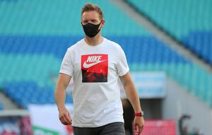 RB Leipzig coach Julian Nagelsmann wearing a protective face mask, as play resumed in the Bundesliga behind closed doors following the outbreak of the coronavirus disease. Jan Woitas/Pool via REUTERS