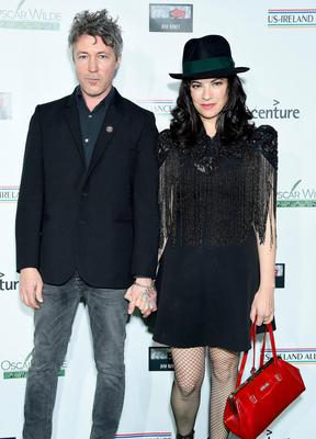 SANTA MONICA, CA - FEBRUARY 21:  Aidan Gillen and Camille O'Sullivan attend the US-Ireland Alliance 14th Annual Oscar Wilde Awards at Bad Robot on February 21, 2019 in Santa Monica, California.  (Photo by Gregg DeGuire/Getty Images)