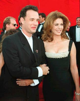 """US actor Tom Hanks and his wife Rita Wilson arrive 27 March at the 67th Academy Awards in Los Angeles. Hanks has been nominated as best actor for his role in """"Forrest Gump.""""  AFP PHOTO (Photo credit should read Vince Bucci/AFP/Getty Images)"""