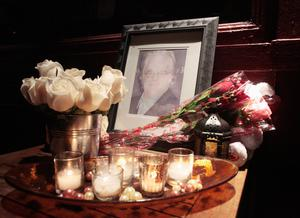 "Flowers and candles are laid at a memorial for actor Philip Seymour Hoffman outside Philip Marie Restaurant and bar on Hudson Street in Manhattan, New York February 2, 2014. Hoffman, one of the leading actors of his generation, who won an Academy Award for his title role in the film ""Capote,"" was found dead in his Manhattan apartment on Sunday in what a New York police source described as an apparent drug overdose.   REUTERS/John Taggart"