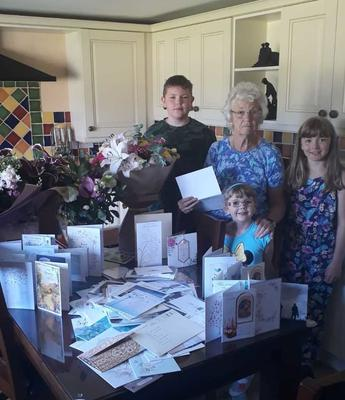 Pat Charlton is pictured with her grandchildren John (aged 12), Niamh (aged 10) and Róisín (aged 7) with cards and flowers sent in memory of her husband Jack
