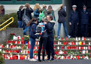 Students hug each other as they arrive at the Joseph-Koenig Gymnasium in Haltern, western Germany, Wednesday, March 25, 2015 on the day after 16 school children and 2 teachers died in the Germanwings jet airliner crash in the French Alps from Barcelona to Duesseldorf. (AP Photo/Martin Meissner)