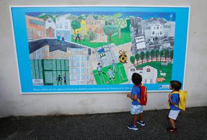 FILE PHOTO: Schoolchildren wait to enter a class in a primary school on the start of the new school year in Marseille, France, September 2, 2019. REUTERS/Jean-Paul Pelissier/File Photo