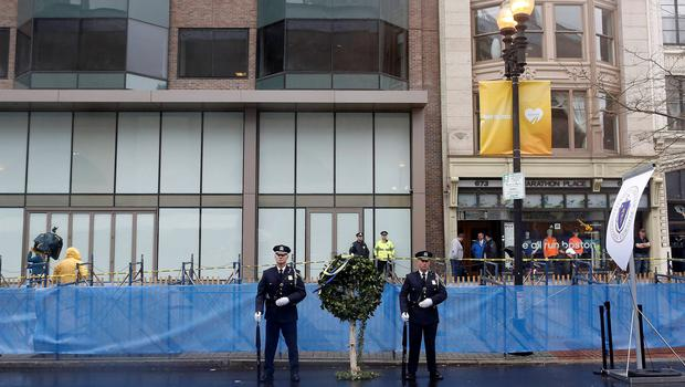 Honor guards stand beside a wreath at the site of one of the two bomb blasts on the one-year anniversary of the 2013 Boston Marathon bombings in Boston, Massachusetts, April 15, 2014. REUTERS/Dominick Reuter  (UNITED STATES - Tags: SPORT ATHLETICS DISASTER ANNIVERSARY)