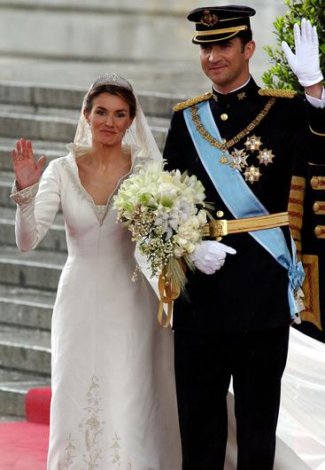 Spanish Crown Prince Felipe de Bourbon and his bride, princess Letizia Ortiz leave the  Almudena cathedral after their wedding ceremony May 22, 2004 in Madrid. (Photo by Carlos Alvarez/Getty Images)
