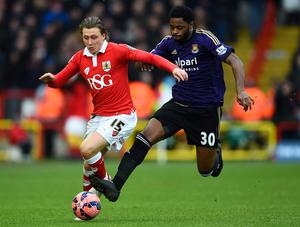 Luke Freeman of Bristol City battles for the ball with Alexandre Song of West Ham during the FA Cup Fourth Round match between Bristol City and West Ham United at Ashton Gate on January 25, 2015 in Bristol, England. (Photo by Laurence Griffiths/Getty Images)