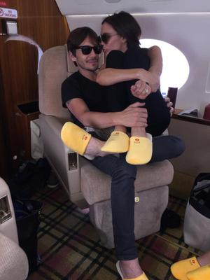 Victoria posed with her hair stylist Ken Paves and the pair both donned matching yellow slippers