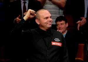 Stuart Bingham celebrates after winning the final of the Betfred World Championships at the Crucible Theatre, Sheffield. PRESS ASSOCIATION Photo. Picture date: Monday May 4, 2015. See PA story SNOOKER World. Photo credit should read: Anna Gowthorpe/PA Wire