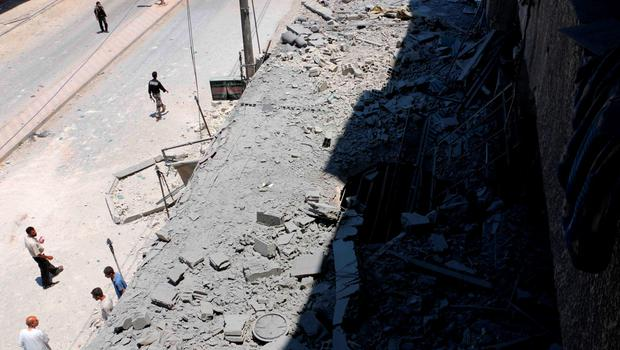 Residents inspect a damaged site hit by what activists said was an airstrike by forces loyal to Syria's President Bashar al-Assad, at the eastern Ghouta of Damascus June 5, 2015. REUTERS/Amer Almohibany