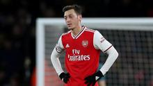 Mesut Ozil appears dejected as Arsenal slump to a 1-1 draw with Sheffield United on Saturday. Photo: Peter Cziborra/Action Images via Reuters