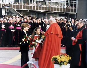 Liz Jackson and Russell Gleeson presenting flowers  to Pope John Paul II at Dublin Airport upon his arrival in Ireland in 1979.