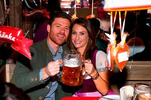 Xabi Alonso of FC Bayern Munich and his partner Nagore Aramburo pose during their visit at the Oktoberfest in Munich, Germany, September 30, 2015. REUTERS/Alexander Hassenstein/Pool