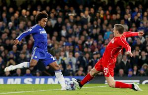 Chelsea's Willian (L) challenges Liverpool's Lucas during their English League Cup semi-final second leg soccer match at Stamford Bridge in London January 27, 2015.                 REUTERS/Stefan Wermuth (BRITAIN  - Tags: SOCCER SPORT)
