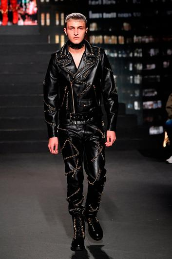 Anwar Hadid walks the runway during the Moschino x H&M - Runway at Pier 36 on October 24, 2018 in New York City.  (Photo by Mike Coppola/Getty Images)