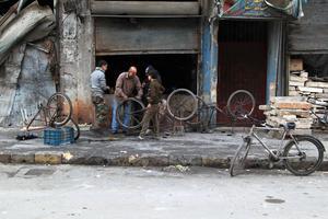 Residents repair their bicycles in a bicycle shop in Aleppo January 23, 2015.  REUTERS/Jalal Al-Mamo (SYRIA - Tags: POLITICS CIVIL UNREST CONFLICT SOCIETY)