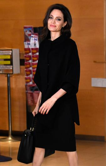 US actress and Special Envoy for the United Nations High Commissioner for Refugees (UNHCR) Angelina Jolie arrives at the NATO Headquarters in Brussels for a meeting with the NATO Secretary General on January 31, 2018.  / AFP PHOTO / EMMANUEL DUNAND