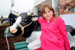 Kayla McAuley, 10, from Sixmilebridge, Co. Clare. National Ploughing Championships 2014. Ratheniska, Stradbally, Co. Laois. Picture: Caroline Quinn