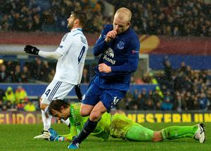 Everton's Steven celebrates after scoring his team's equaliser