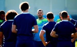 Michael Cheika fires up his Australia players in a huddle before the clash with England