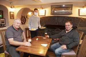 Peckish: Shane Larkin serves Martin McInerney and Arthur Holloway at Raftery's Rest in Kilcolgan in Galway. Photo: Andrew Downes