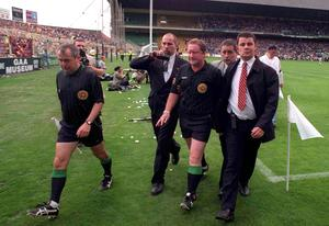Fair play, replay: Referee Jimmy Cooney leaves the pitch having blown the final whistle several minutes early in the 1998 All-Ireland SHC semi-final replay. Photo: Sportsfile